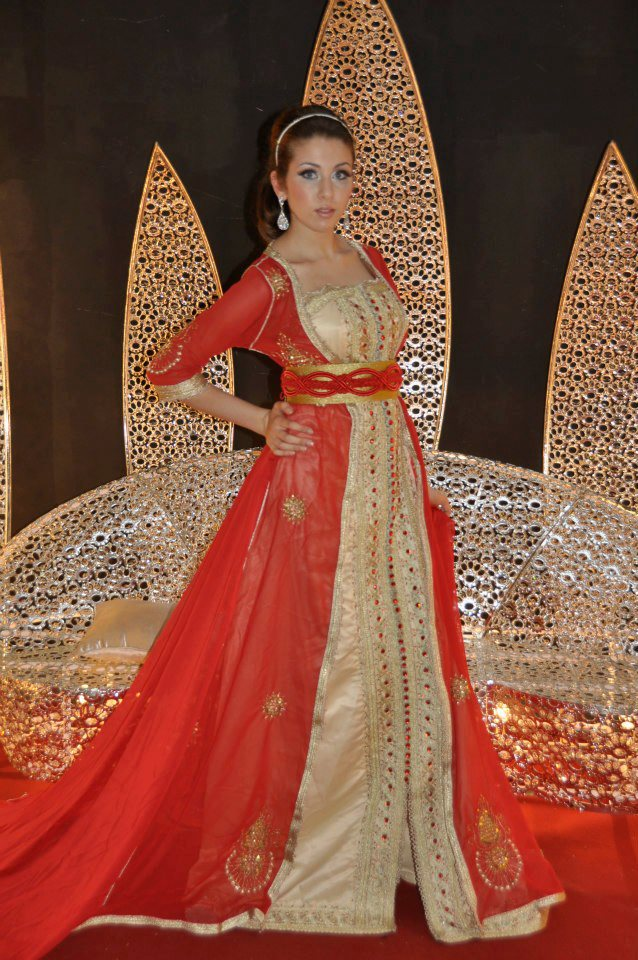 caftan rouge satin